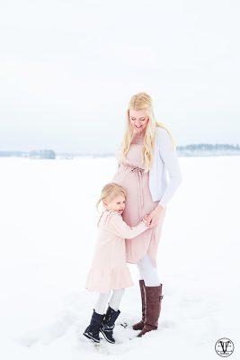 Porträttfoto gravid, Fotograf Evelina Eklund Hassel i Jönköping och Karlstad