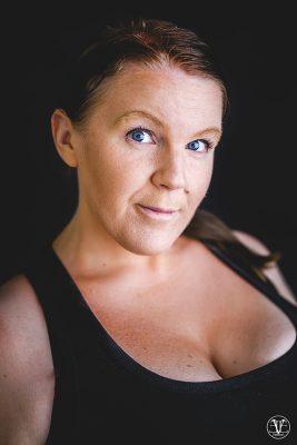 porträtt av fotograf evelina eklund hassel i Jönköping på Eve Fotografi